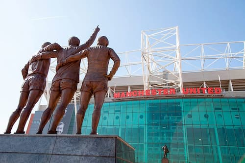 old-trafford-tour-trophy-legends-statue